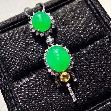 冰种阳绿镶白金钻石二合一胸坠翡翠