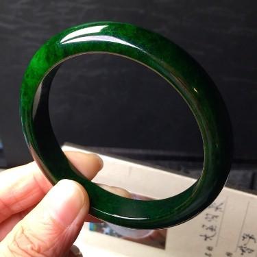 细糯种浓绿手镯翡翠
