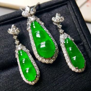冰种阳绿镶白金钻石四季耳坠、胸坠(一套)翡翠