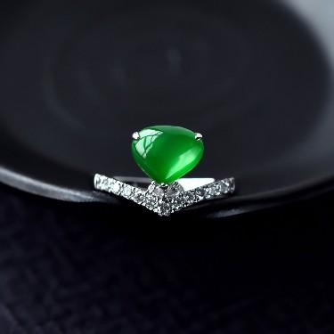 冰玻种阳绿镶白金翡翠戒指