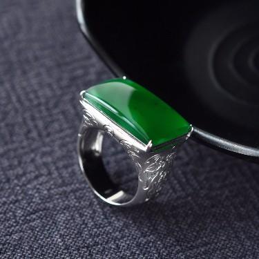 冰种浓绿镶白金马鞍戒(男戒)翡翠