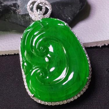 冰種滿綠鑲白金鉆石如意胸墜翡翠