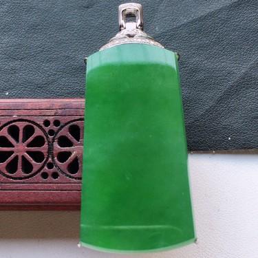 缅甸翡翠18K金伴钻镶嵌糯冰种满绿素面牌吊坠