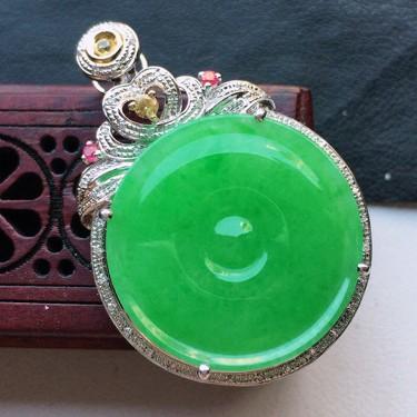 缅甸翡翠18K金伴钻镶嵌细糯种满绿平安扣吊坠