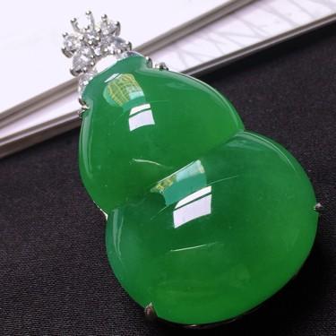 冰种满绿镶白金钻石葫芦胸坠 翡翠