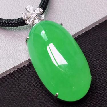 冰种满绿镶白金钻石福瓜胸坠 翡翠