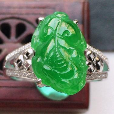 翡翠18k金伴钻镶嵌糯冰种满绿貔貅戒指