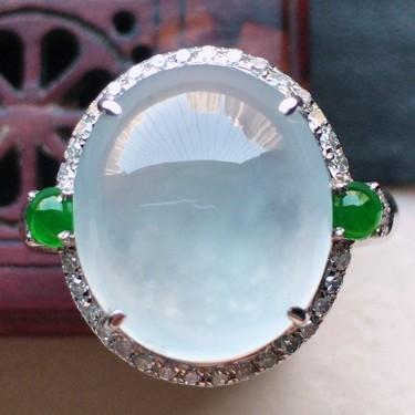翡翠18k金伴钻镶嵌冰种蛋面戒指
