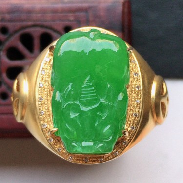 翡翠18k金伴钻镶嵌细糯种满绿貔貅戒指