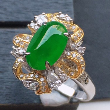翡翠18k金伴钻镶嵌糯冰种满绿蛋面戒指