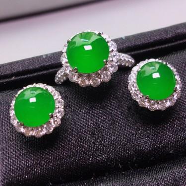 冰玻种满绿镶白金钻石戒指耳钉一套翡翠