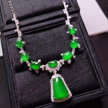 冰玻种阳绿镶白金钻石项链胸坠两用款一套翡翠
