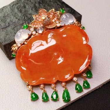 冰种红翡镶黄18K金钻石一品清廉胸坠翡翠