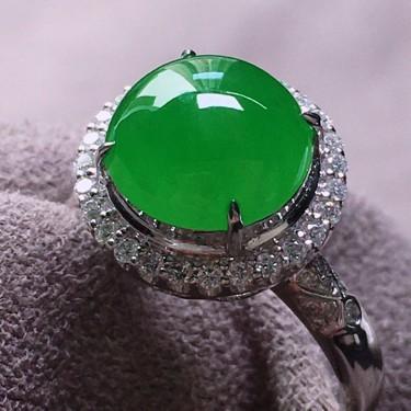 冰玻种阳绿镶白金钻石戒指翡翠