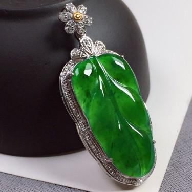 18k金伴钻镶嵌糯冰种满绿叶子吊坠