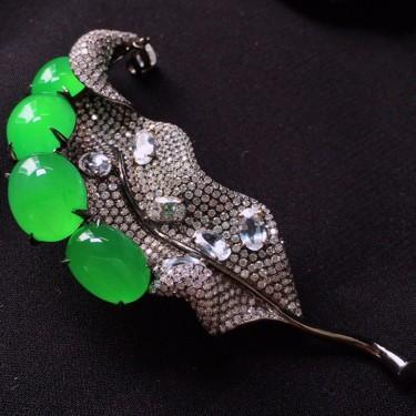 冰種陽綠鑲白金鉆石胸針胸墜兩用款翡翠