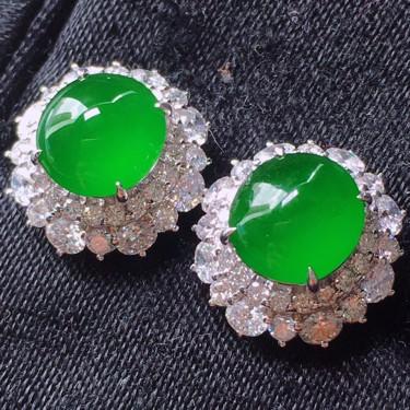 冰玻种阳绿镶18K白金钻石耳钉翡翠