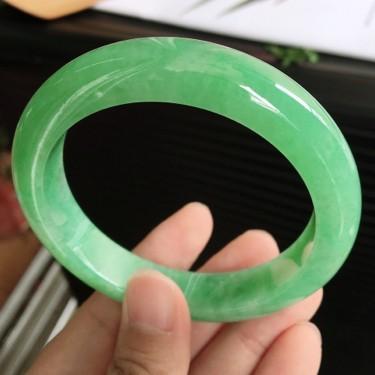 天然翡翠细糯种满绿宽边手镯(56.1mm)