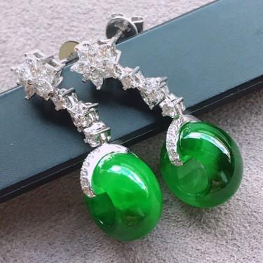 冰种浓绿镶18K白金钻石耳坠翡翠