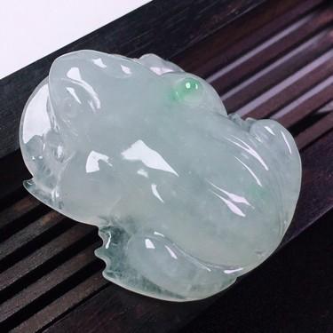 (超值推荐)冰种飘花金蟾挂件翡翠