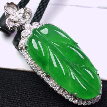 冰种满绿镶18K白金钻石玉叶胸坠翡翠