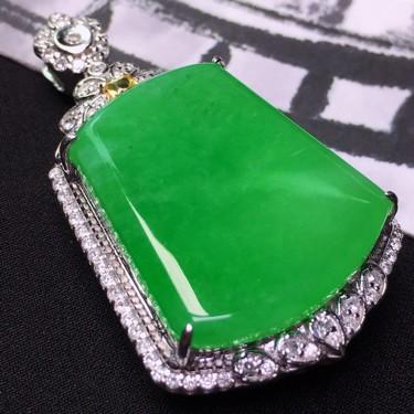 冰种满绿镶白金钻石无事牌挂件翡翠