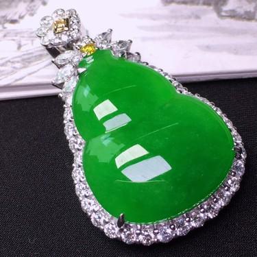 冰种满绿镶白金钻石葫芦胸坠翡翠