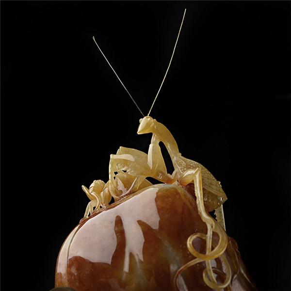 糯冰种褐黄翡螳螂摆件