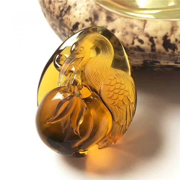 天然缅甸琥珀仙鹤献寿吊坠