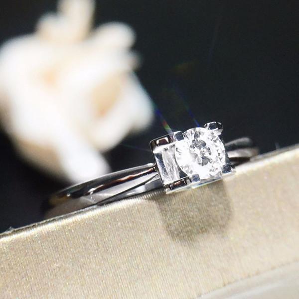 18K金镶天然钻石戒指