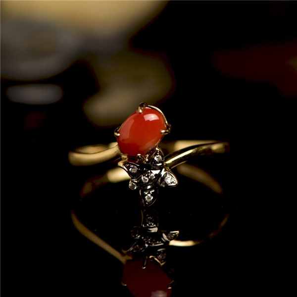 18K黄金镶钻珊瑚戒指