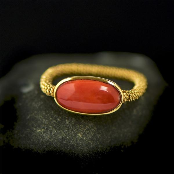 18K金镶嵌红珊瑚戒指