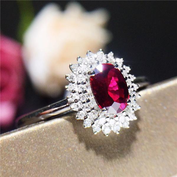 18K金镶天然红宝石戒指