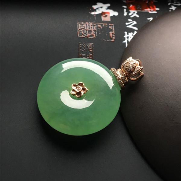 镶玫瑰金钻石冰种绿晴水平安扣胸坠