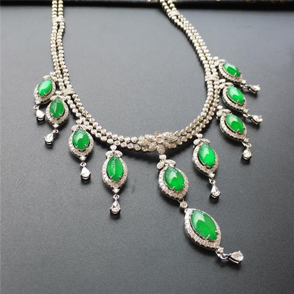 冰玻种正阳绿镶白金钻石项链