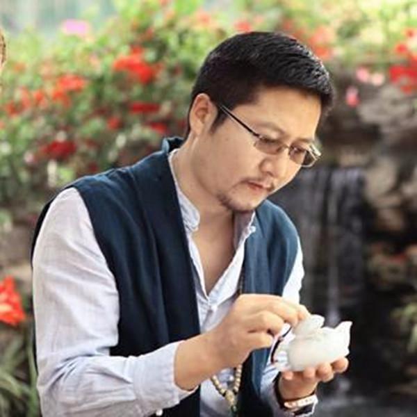 著名翡翠雕刻大师王朝阳
