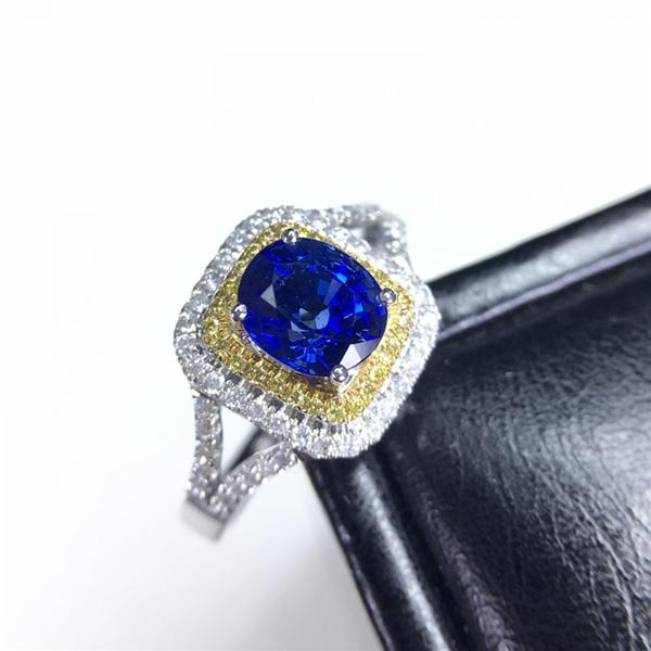 18k金镶天然蓝宝石戒指