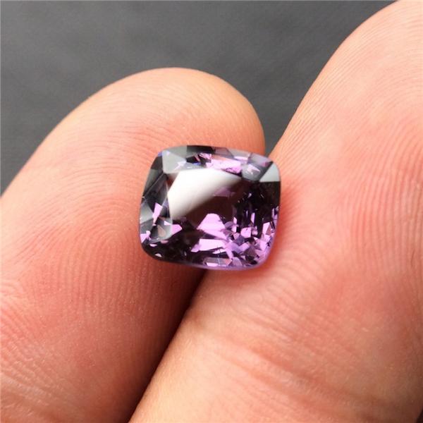 天然3ct紫尖晶裸石