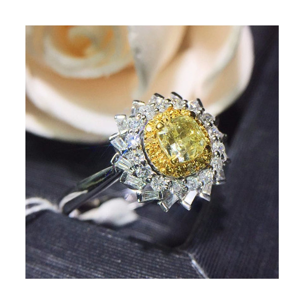 18K金镶天然黄钻戒指