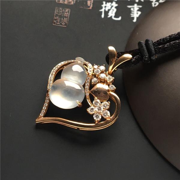 镶玫瑰金钻石冰玻种葫芦胸坠