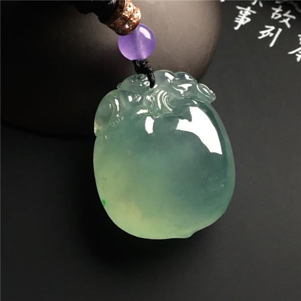 冰种晴水寿桃挂件