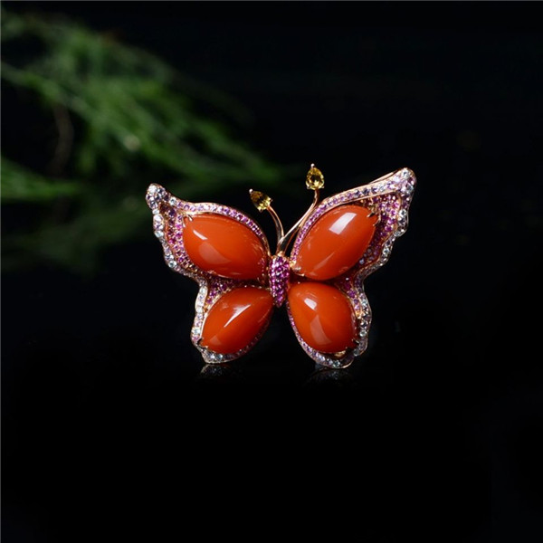 南红樱桃红镶18K玫瑰金蝶引福至胸针