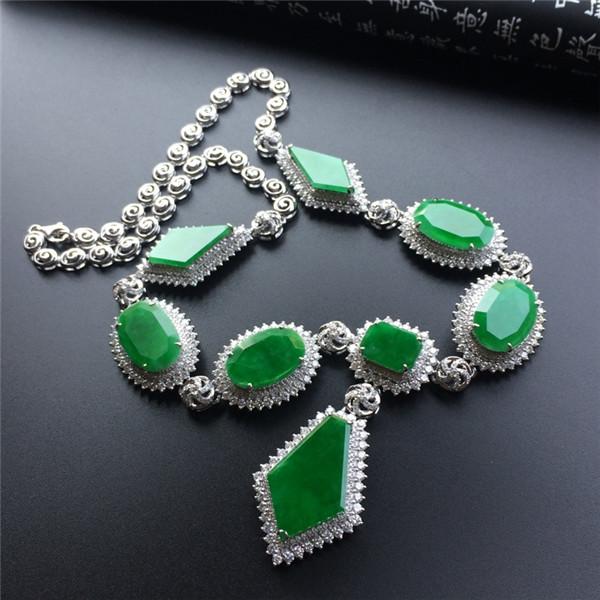 糯冰种阳绿镶白金钻石项链