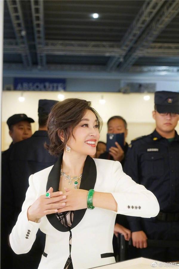 刘晓庆奢华翡翠惊艳全场