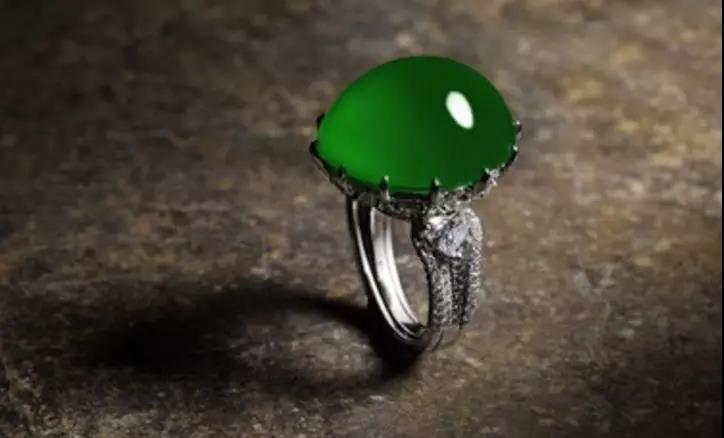佩戴久了的翡翠戒指应该怎么保养(图1)
