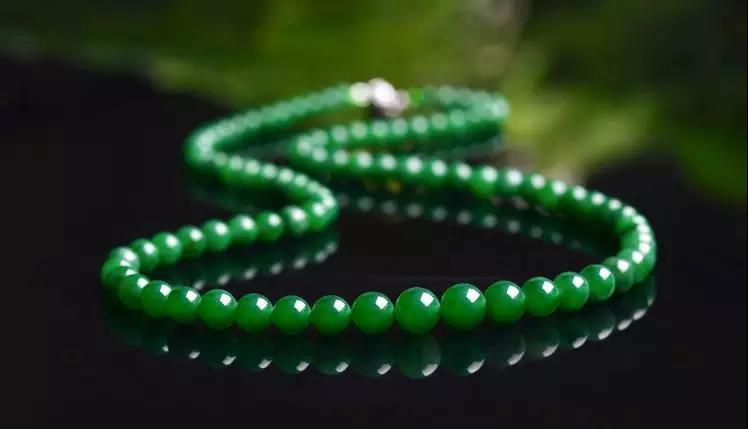 在历年珠宝翡翠拍卖会上 为何翡翠珠链都是