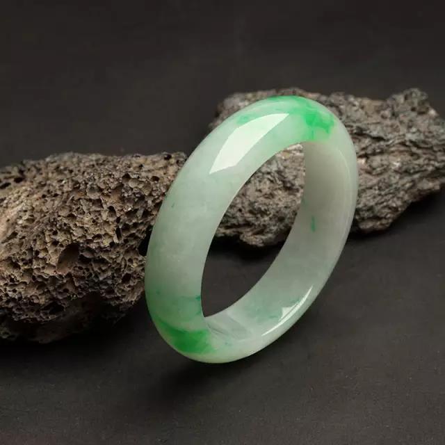 养护翡翠玉石饰品究竟应该怎么养